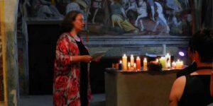 Rosmarie Brunner, Theologin bei einer Hochzeitsfeier in einer Kapelle